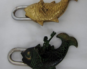 Fish lock vintage.green patina,brass ,Curio,Indian art,Tibetan artifacts,Table decor,collectible,Buddhism,