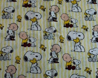 PEANUTS FABRIC / 1/2 Yard For Quilting / Snoopy - Charlie Brown - Woodstock - Friends