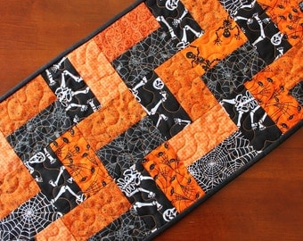 Quilted Halloween Table Runner, Halloween Centerpiece, Halloween Table Topper, Black and Orange Decor, Halloween Decoration, Handmade, Moda