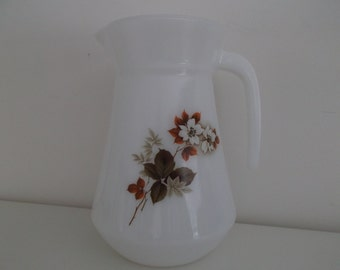 Pitcher arcopal - carafe of the 1970s