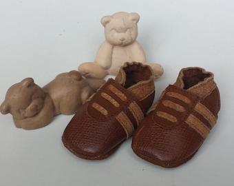 Sturdy handmade baby booties Brown
