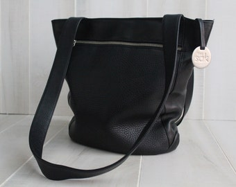 The Sak Black Leather Shoulder Bag / The Sak / Leather Tote /