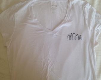 Large V-neck tshirt with Philadelphia skyline design