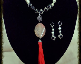 Fresh Water Pearls and Agate Necklace with earrings