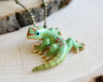 Hand Painted Porcelain Lizard Necklace, Antique Bronze Chain, Vintage Style Green/Red Gecko, Ceramic Animal Pendant & Chain (CA137)