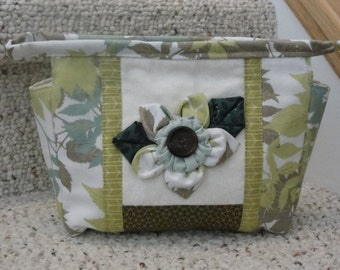 Handmade Quilted Cosmetic Bag, zippered pouch, cotton lining, trave bag, modern fabric