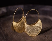 Pendientes de aro estilo africano, pendientes dorados con textura, aros minimalistas dorados, aros de plata étnicos