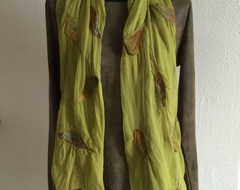 Chiffon silk scarf with felted leaves in beautiful colors! Nunovilt