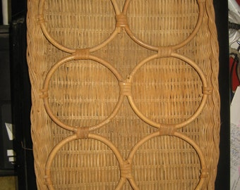 1950s Wicker Six Beverage Cups Holder/ Tray with Handles