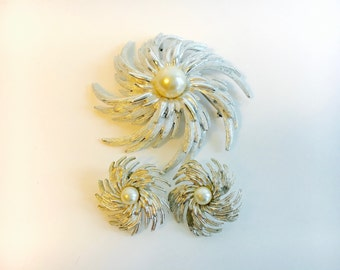 Vintage Sarah Coventry Set of Clip-On Earrings and Brooch