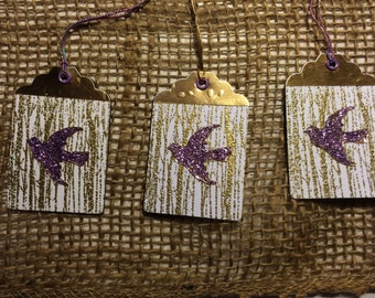 birds in flight gift tags