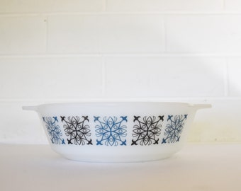 Vintage  JAJ Pyrex - Small casserole dish - Made In England - 1960's Era