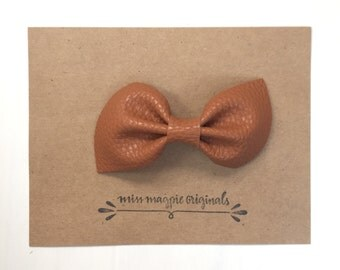 Leather Brooke Bow || saddle brown