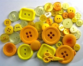 50 mixed yellow buttons