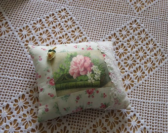 Boudior Brooch Cushion