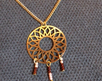 "Necklace with golden ""dream catchers"" applat and colors pearls, small sheet metal"