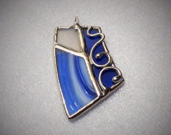 Pendant stained glass, made in Quebec by hand.