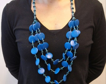 Wooden triple necklace with fabulous royal blue and cute light red
