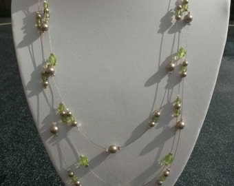 Crystal and bead wire necklace in green