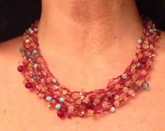 Choker necklace made of crochet with beads