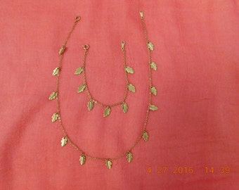 Vintage Avon Goldtone Leaf Design Necklace and Bracelet Set