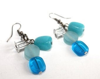 Earrings made with glass beads and beads of Indonesian resins / shade of blue, clear white