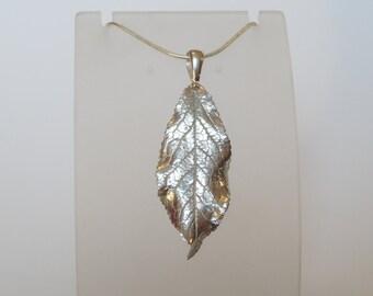 Pendant leaf plum