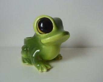 Vacuum-Pocket frog ceramic