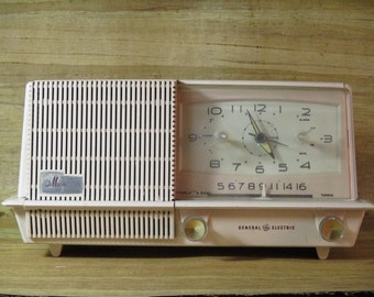 "General Electric ""Musaphonic"" Clock Radio (1958) Table Top Tube Clock Radio Vintage Mid Century Collectible Radio"