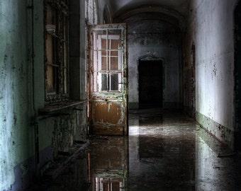 A disused sanatorium corridor / Corridor in an abandoned sanatorium