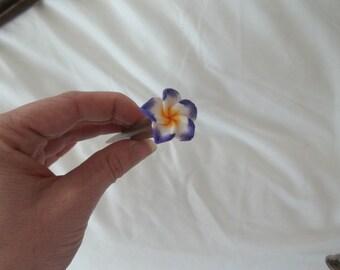 Pic à cheveu bois avec fleur tropicale mauve Wood hairstick with purple tropical flower