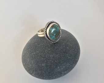 Number 8 Turquoise Ring with Twist Size 6