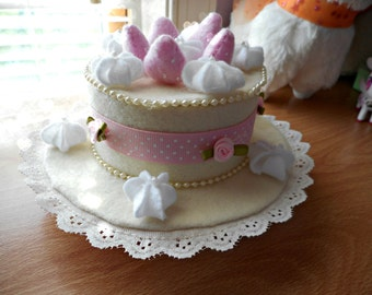 Vanilla Cake Mini Hat