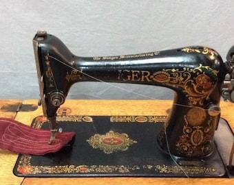Antique Singer Sewing Machine - Still Works!