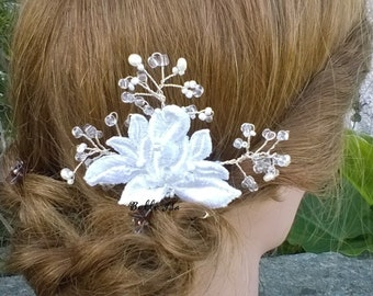 Bridal comb with vintage white lace and Swarovski rhinestones, for wedding
