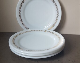 FREE SHIPPING! 4  Vintage pyrex dessert plates.