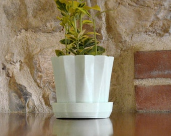 Light Green Planter with saucer /Succulent Planter/3Dplanter/ cactus vase/ minimal house decor