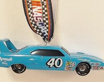 NASCAR Pete Hamilton 1970 Plymouth Superbird #40 by Petty - Mirror Buddy ornament - FREE SHIPPING