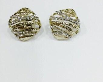 Earrings with zirconia and diamond lines