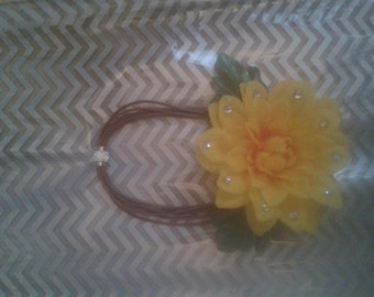 Yellow and crystal Flowtie