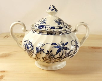 Vintage Blue and White Sugar Bowl with Lid | Blue Onion \ Blue Willow Pattern