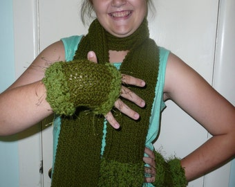 Scarf and Fingerless Gloves Set - Army Green with Eyelash Trim