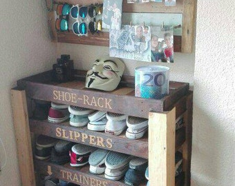 Zapatero with vanity for organization of the bedroom. Original way to store shoes and accessories.