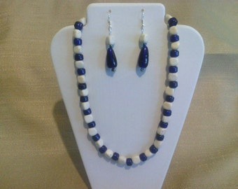 250 Exquisite Howlite Stone Beads and Cobalt Blue Indian Beads Beaded Choker
