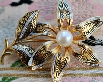 Vintage Damascene Flower/Faux Pearl/Brooch/Pin