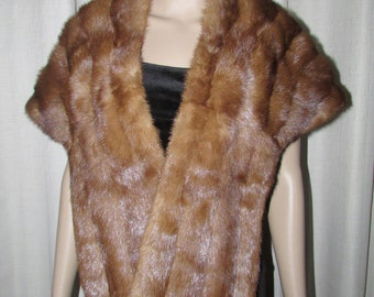 Vintage  beautiful medium brown mink fur stole/ Superbe  étole de fourrure de  vison brun moyen vintage