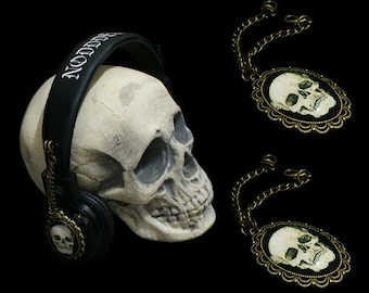 Headphones with Two Attachable Skull Pendants