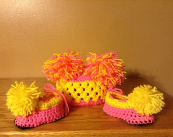Crochet hat and booties 6-9m