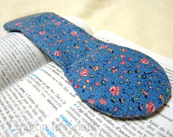 Book Weight Page Holder - Weighted Bookmark - Vintage Fabric - Pink Roses on Country Blue