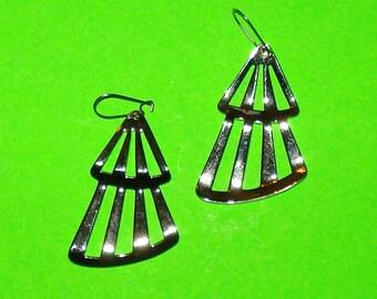 Vintage 1980s Shiny Silver Tiered Fan Drop Dangle Earrings